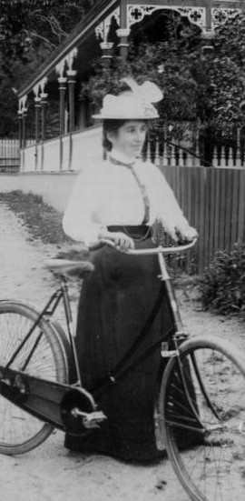 Cyclists_In_Thames_New_Zealand_Ca_1895
