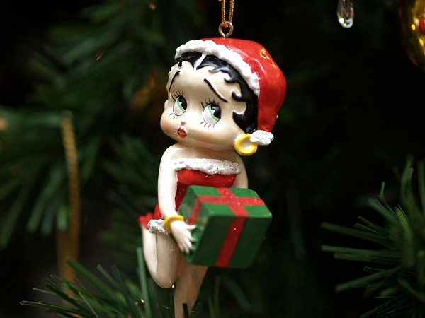 800px-A_betty_Boop_christmas_decoration